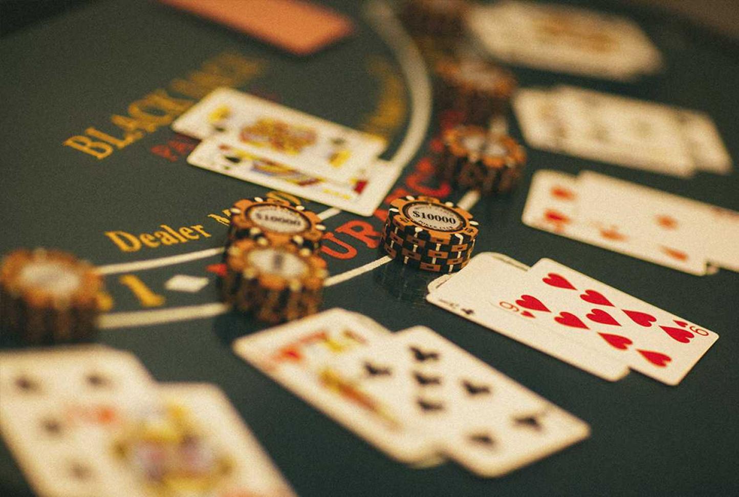 Квест на деньги казино трансляция онлайн покера на русском языке